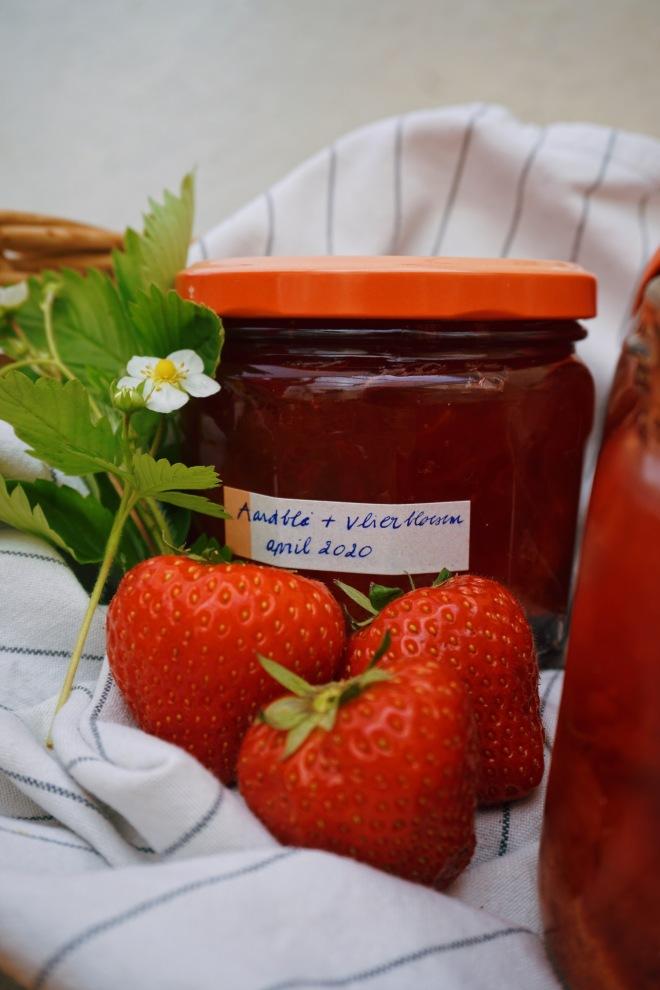 Aardbeienconfituur met vlierbloesem